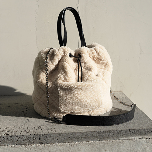 Teddy Fur Bucket Bag  [Best Sellers 10%] 품절임박 (정상가 129000원)